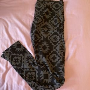 SO Aztec print leggings size M